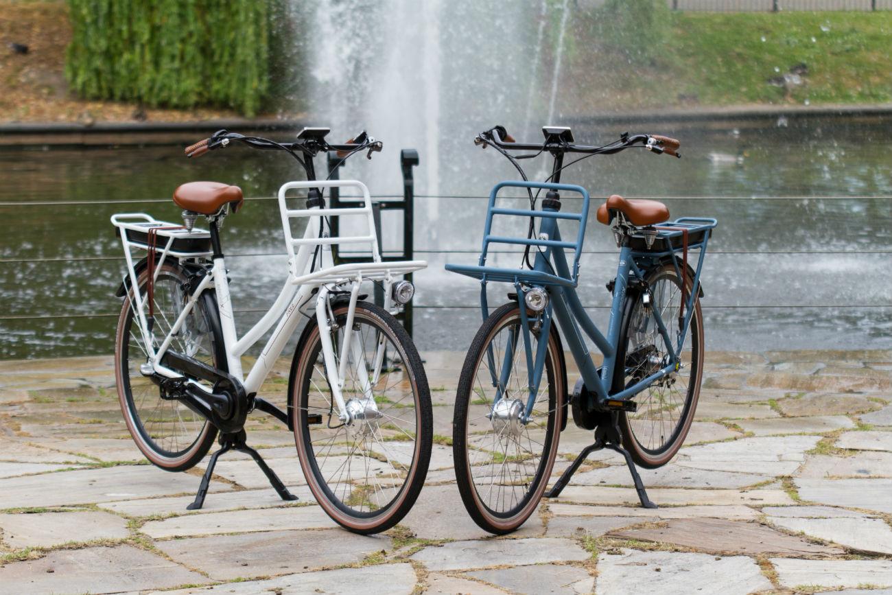 Freebike Bronx - wit - blauw - bruin zadel - bruine handvatten